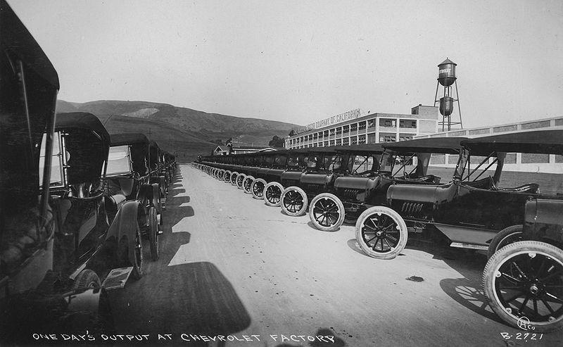 800px-Oakland_Chevrolet_factory_c_1917.jpg